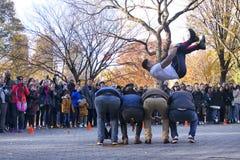 Desempenho da rua do salto em Central Park New York fotos de stock