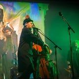 Desempenho de azuis da faixa de Billy, balanço, jazz, grupo de rock, líder Billy Novick no contemporâneo Art Muse de Erarta imagens de stock royalty free