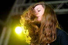 Desempenho de Jessy Lanza (compositor, produtor e vocalista eletrônicos canadenses) no festival da sonar Foto de Stock
