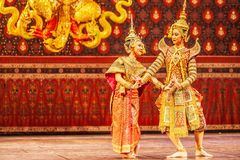 Desempenho de Khon, as cenas romances entre o Ram de Phra e Sida de Nang na epopeia de Ramayana imagem de stock royalty free