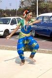 Desempenho de uma dança indiana tradicional no dia da herança, Durba Foto de Stock