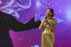 Desempenho do canto fora do pavilhão 01 de China, EXPO Milão 2015 Fotografia de Stock