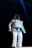 Desempenho do robô de Asimo imagens de stock royalty free
