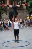Desempenho em um quadrado na Espanha de Barcelona foto de stock royalty free