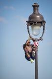 Desempenho fantástico da bola por Iya Traore no monte de Montmartre Imagem de Stock Royalty Free