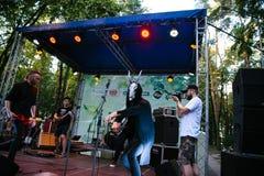 Desempenho grupo rock ` Chumatsky Shlyakh ` do 10 de junho de 2017 em Cherkassy, Ucrânia Fotografia de Stock Royalty Free