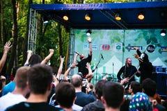 Desempenho grupo rock ` Chumatsky Shlyakh ` do 10 de junho de 2017 em Cherkassy, Ucrânia fotografia de stock