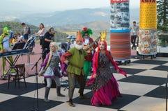 Desempenho para crianças no parque de Tibidabo em Barcelona, Espanha o 22 de junho de 2016 fotos de stock royalty free