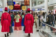 Desempenho tradicional coreano no aeroporto internacional de Incheon Foto de Stock