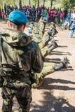 Desempenhos da demonstração de soldados das tropas transportadas por via aérea do russo em grande Victory Day Omsk no 9 de maio d Fotografia de Stock Royalty Free