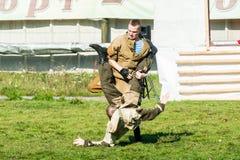 Desempenhos da demonstração de tropas especiais Fotografia de Stock Royalty Free