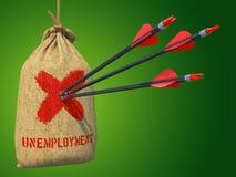 Desemprego - setas batidas em Mark Target vermelho Imagem de Stock