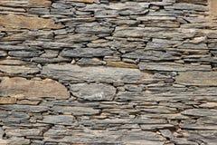 Desengaçado ordenadamente acima das lajes de pedra Fotos de Stock