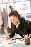 Desenhador de moda atrativo que trabalha no estúdio imagem de stock royalty free