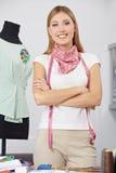 Desenhador de moda com medida de fita Fotografia de Stock Royalty Free