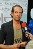 Desenhador de moda Manuel Facchini de bastidores durante a mostra de Byblos como uma parte de Milan Fashion Week imagem de stock