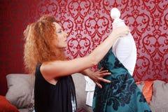 Desenhador de moda no trabalho Fotos de Stock Royalty Free