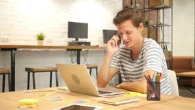 Desenhista criativo Talking no telefone filme