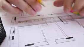 Desenhista Drawing Project da casa vídeos de arquivo