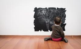 Desenho da criança na parede Imagem de Stock