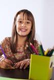 Desenho da menina com um lápis Foto de Stock