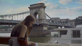 Desenho da menina em Budapest video estoque