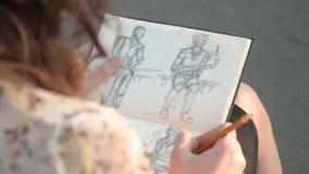 Desenho da menina em uma rua video estoque