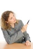 Desenho da mulher algo na tela com uma pena Fotografia de Stock