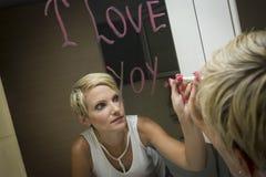 Desenho da mulher no espelho Fotos de Stock
