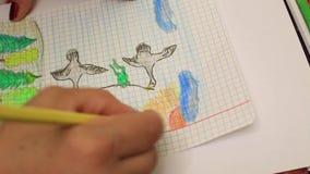 Desenho de lápis no papel alinhado vídeos de arquivo