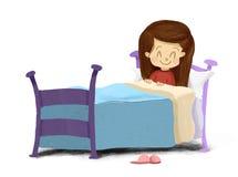 Desenho de uma menina que encontra-se no sorriso da cama pronto para dormir Fotografia de Stock Royalty Free