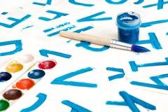 Desenho do alfabeto Processo de criar a fonte da aquarela Foto de Stock Royalty Free