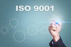 Desenho do homem de negócios na tela virtual conceito do iso 9001 Fotografia de Stock Royalty Free