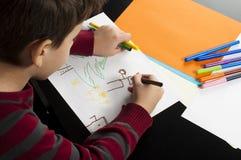Desenho do menino com marcadores imagens de stock