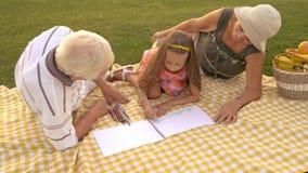 Desenho do neto com avós fora video estoque