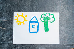 Desenho do ` s das crianças de uma casa pintada com pinturas coloridas Conceito Home Imagens de Stock Royalty Free