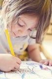 Desenho e pintura da menina Fotos de Stock