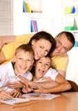 Desenho feliz da família com lápis Foto de Stock