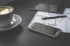 Desenho, smartphone e tabuleta técnicos Fotografia de Stock