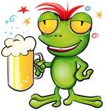 Desenhos animados da rã com cerveja da escuna Foto de Stock Royalty Free