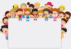 Desenhos animados das crianças da multidão com sinal vazio Imagens de Stock Royalty Free