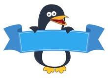 Desenhos animados de sorriso do pinguim com a bandeira vazia para o texto Imagens de Stock