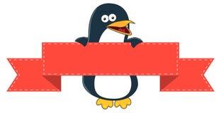 Desenhos animados de sorriso do pinguim com a bandeira vazia para o texto Imagens de Stock Royalty Free