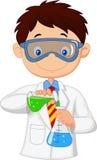 Desenhos animados do menino que fazem a experiência química Fotos de Stock Royalty Free