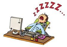 Desenhos animados de um adormecido caído homem na frente do computador Fotografia de Stock