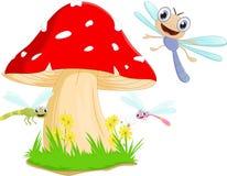 Desenhos animados engraçados da libélula com cogumelo vermelho Fotografia de Stock Royalty Free