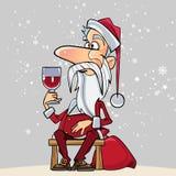 Desenhos animados Santa Claus que senta-se em um banco com um vidro disponivel Fotografia de Stock