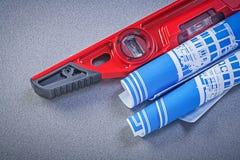 Desenhos azuis nivelados da construção na manutenção cinzenta do fundo Imagens de Stock