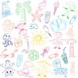 Desenhos coloridos da mão de símbolos das vagas do verão Rabiscar o gelado dos barcos, as palmas, o chapéu, o guarda-chuva, as me Imagens de Stock