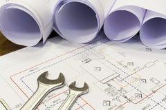 Desenhos da chave e do projeto com sistema de encanamento foto de stock